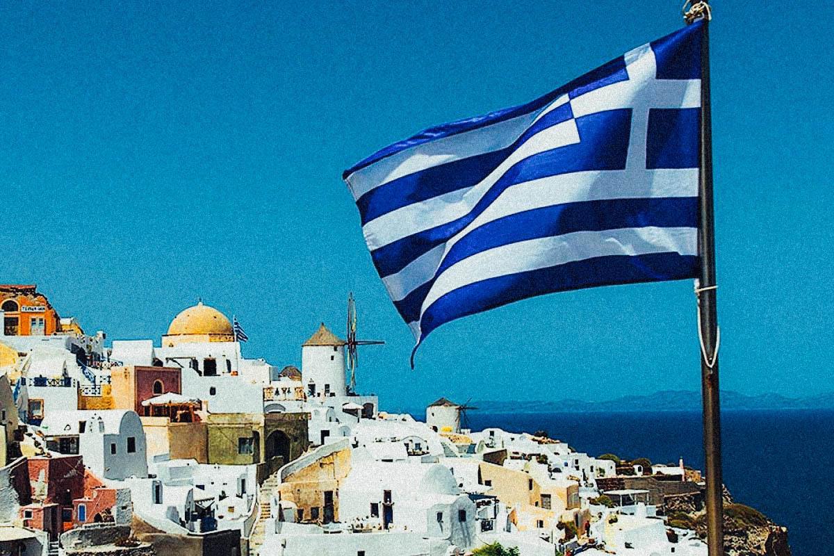 Флаг греции на побережбе